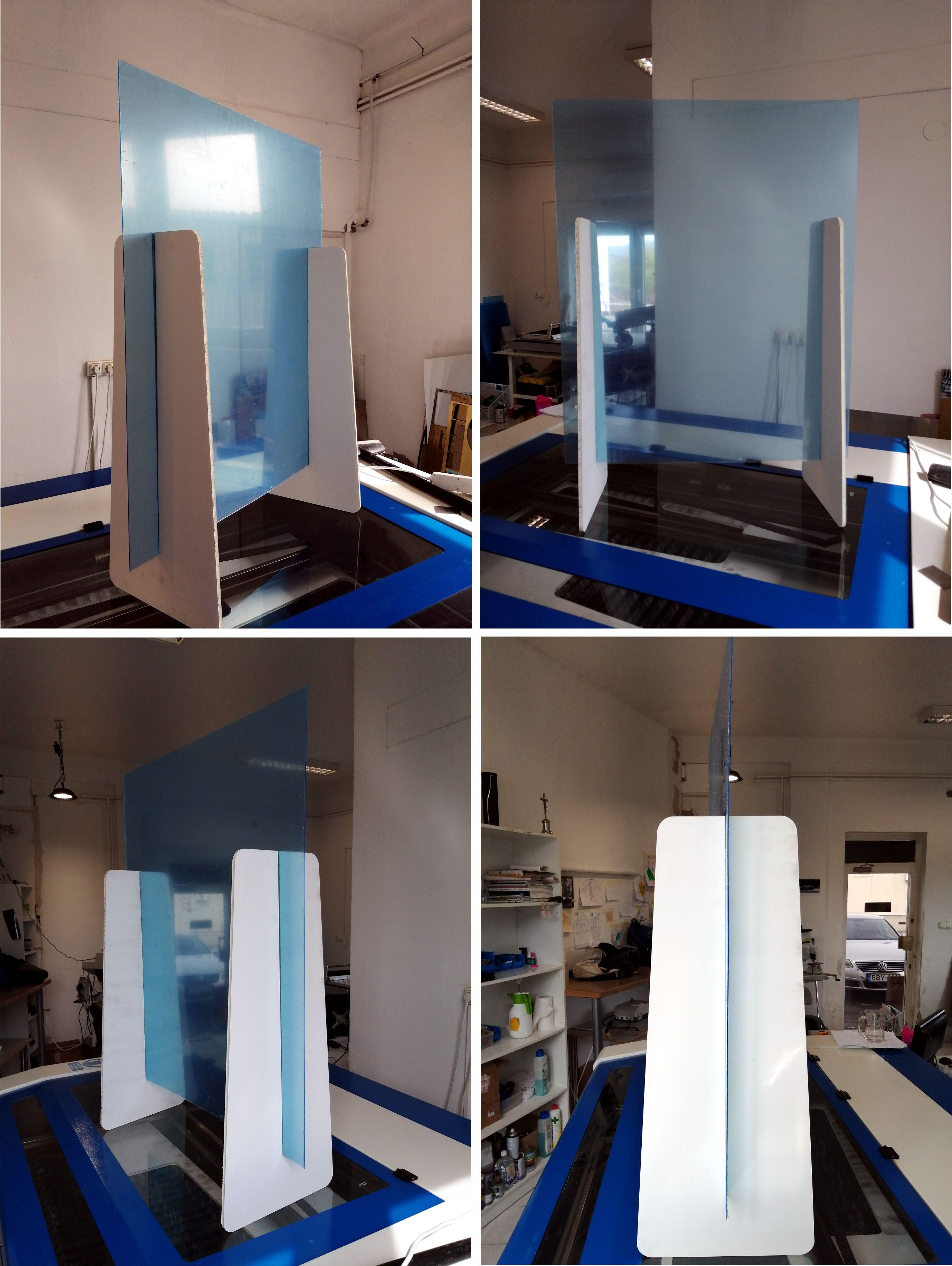 Lábon álló plexi fal. Itt még rajta van a kék védőfólia, amúgy teljesen átlátszó. Alul nyílással.